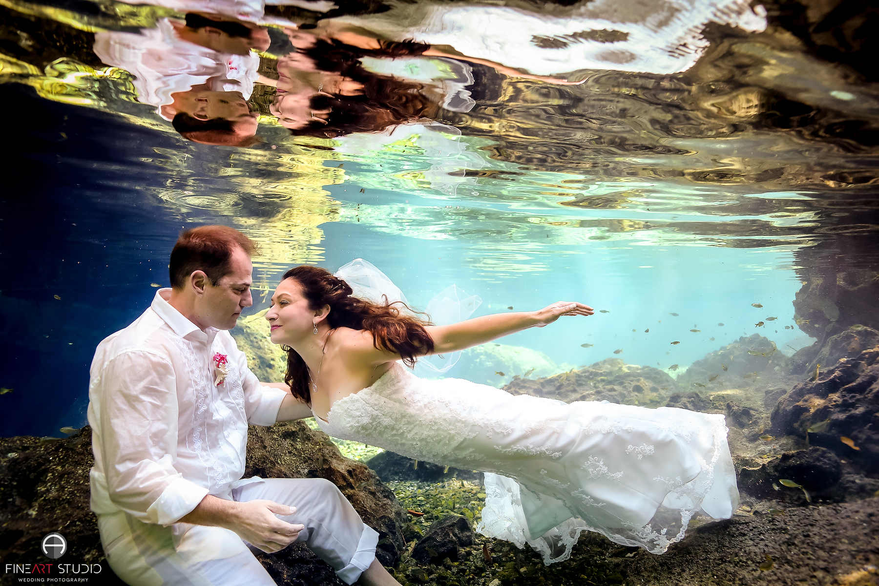 Underwater Trash the Dress Photography Mexico - FineArt Studio